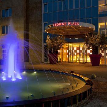 Crowne Plaza Hotel****